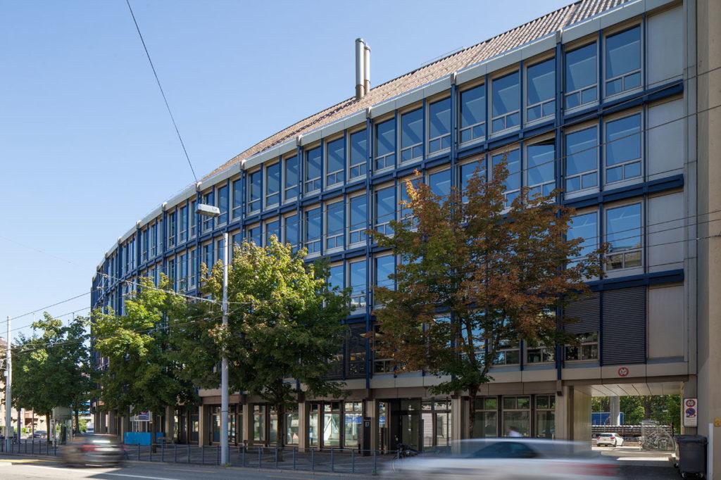 Aussenansicht des Büro- und Geschäftshaus Manessestrasse in Zürich.