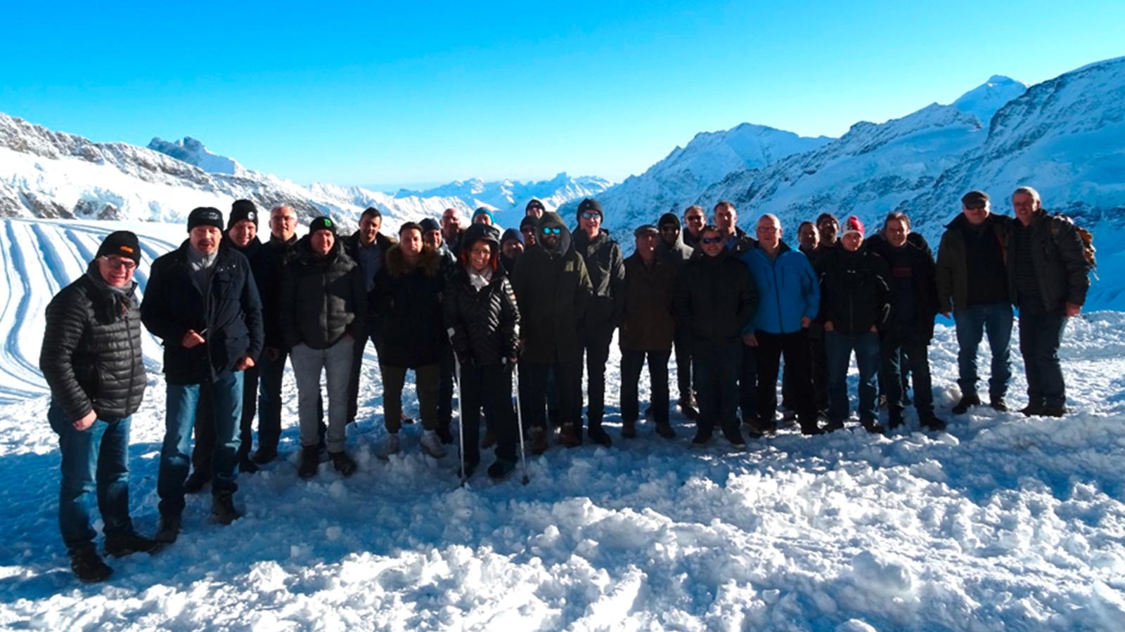 Die Kader der Diamantbohr Gruppe an der sonnigen, frischen Bergluft